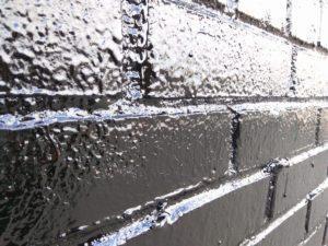 Обработанная кирпичная стена